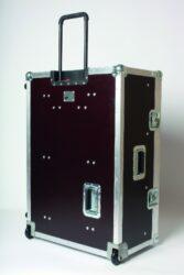 Přepravní kufr na pult ELEMENT 60-Firma Art Lighting Production, s. r. o. rozšířila svůj výrobní sortimen o výrobu atypických zakázkových transportních kufrů. I když je pro nás výroba transportních kufrů už téměř tři roky starou záležitostí, upozorňujeme na to až nyní, kdy máme dostatek výrobních referencí a narůstající počet spokojených zákazníků.