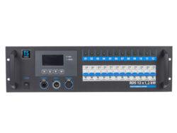 TSX rack 12x 1,2kW - 2x Wieland 16 pol.-Stmívací jednotky v 19'' provedení splňující současné nároky na funkci stmívacích zařízení i nejnovější technické normy. Moderní plně digitální řídící jednotka TSC 12 řízená dvěma procesory zajišťuje maximální komfort a jednoduchost obsluhy a zároveň umožňuje přístup k množství nastavitelných parametrů. Na displeji řídící jednotky je zobrazována aktuální výstupní hodnota všech kanálů, napětí jednotlivých fází a teplota celého systému. TSC 12 umožňuje např. výběr z 11 přednastavených křivek, přiřazení jakékoliv DMX adresy kterémukoliv stmívači (PATCH), nastavení teploty, která bude nadále udržována, blokování jednotky heslem apod. Určení pro zájezdové účely i pevné instalace pro malé divadelní scény, kluby, víceúčelová kulturní zařízení, TV studia.